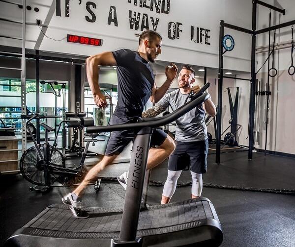跑步訓練加入速耐力與肌力訓練,可以更有效率提升運動表現