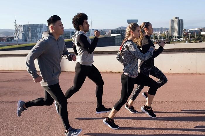 改變跑步姿勢,減少下肢所受到的衝擊負荷