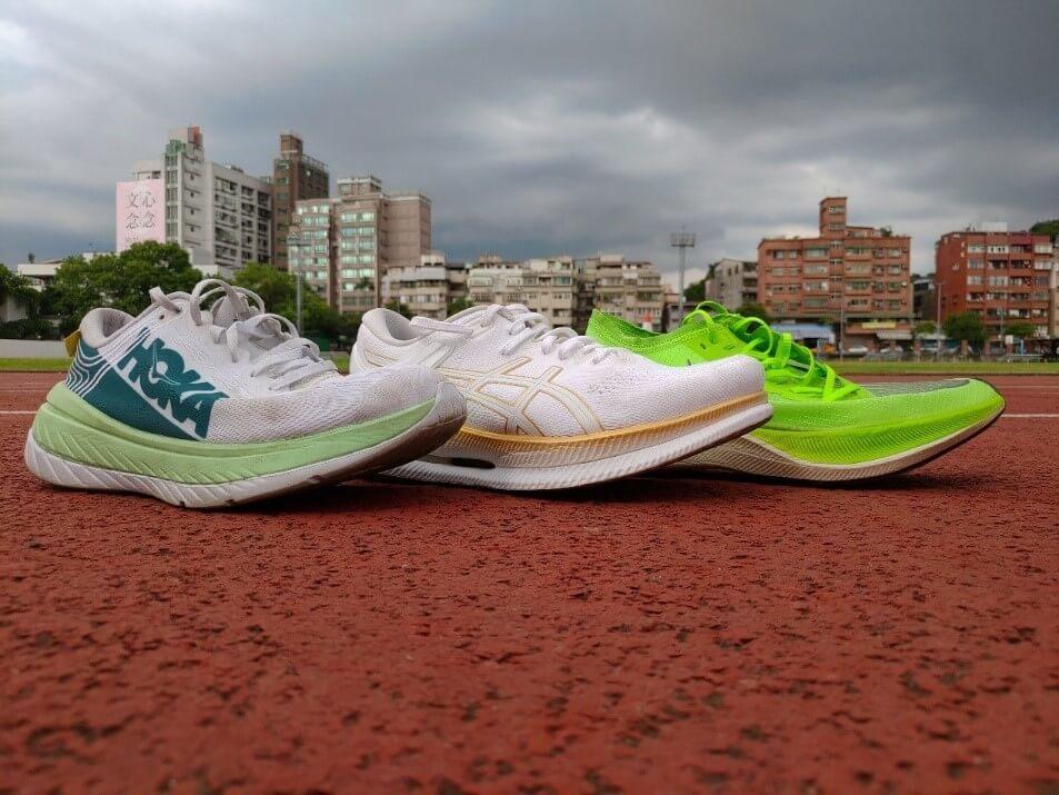 厚底跑鞋鞋頭上揚對前足順暢性的影響