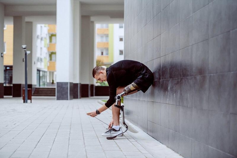 不用手就能將鞋穿好-創新概念運動鞋
